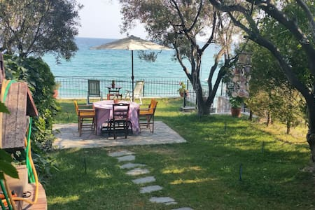 Tzoulianas house 10 mt from the Sea - Kavala - บ้าน