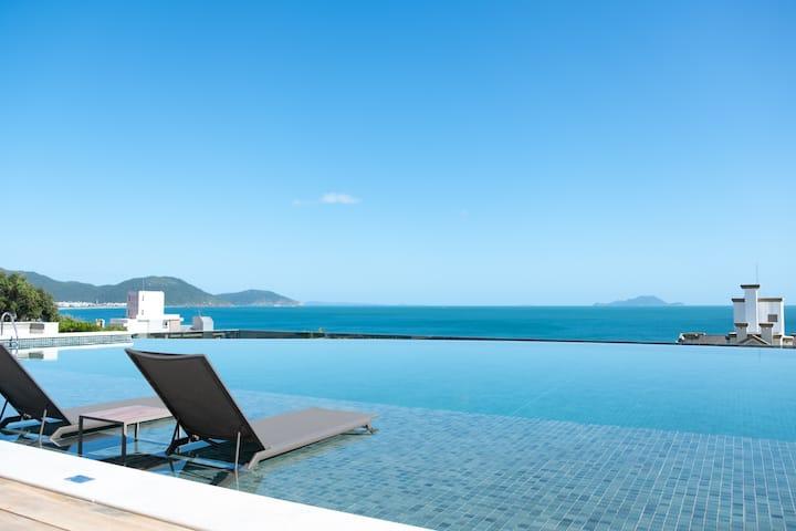 Apartamento novo com vista privilegiada da praia.