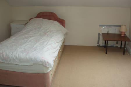 Rooms in Shared House AVALIABLE - Huddersfield - Rumah