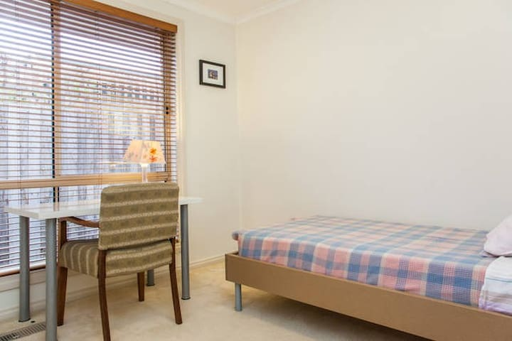 Sunny comfortable bedroom for you! - Ormond - Bed & Breakfast