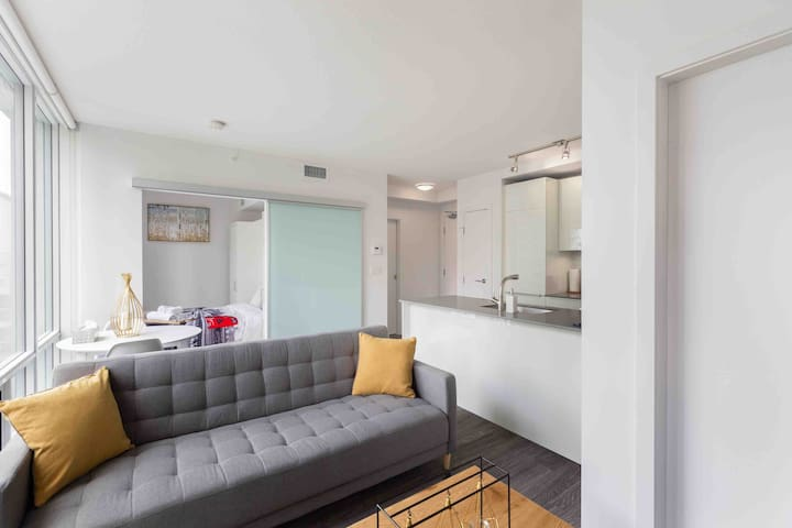 Brand new one bedroom in downtown Vancouver W/ Den