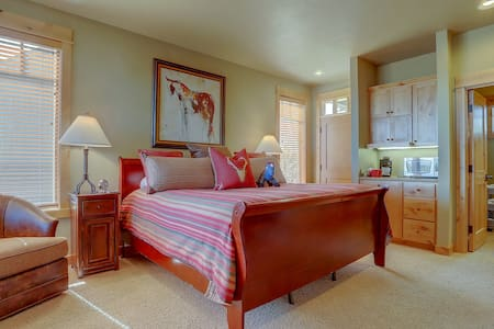 Private King Suite: Angus at Brasada Ranch Resort