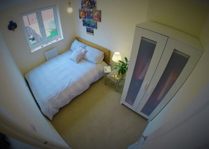 Private Double Room and Bathroom near Brighton