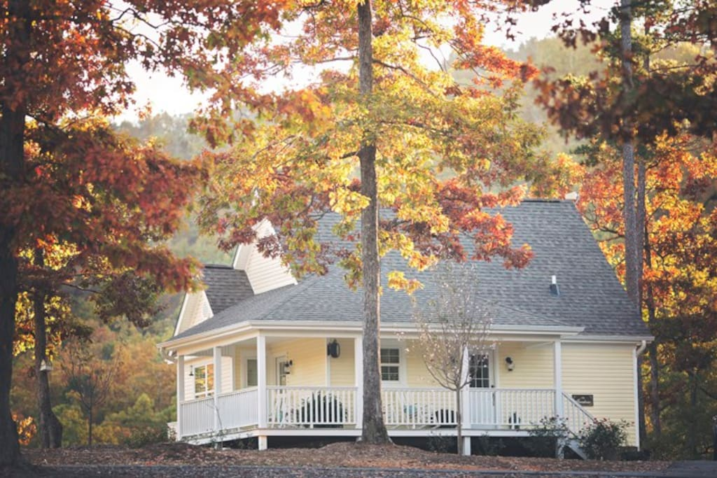 Farmhouse Cottage Rental with fall foliage and mountain views