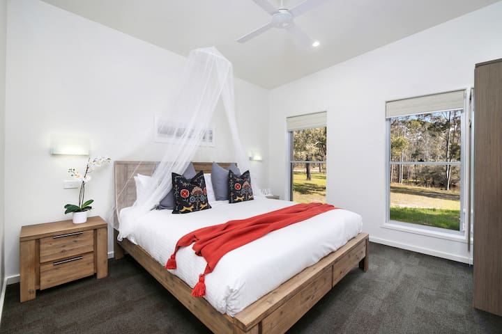 Ironbark Hill - Spa Villa 1