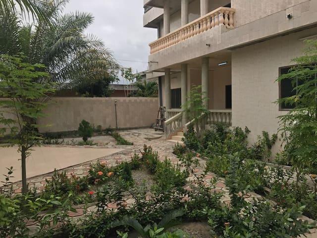 Chambre pleine de charme à Cotonou