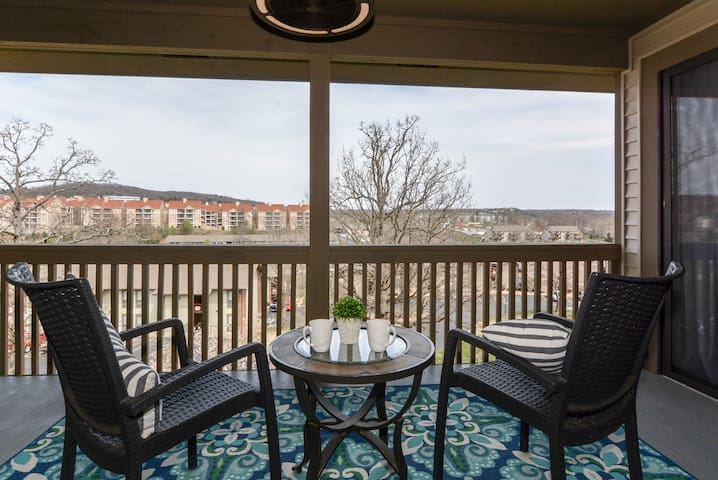 """""""David and Kayla's place is one of my favorite Airbnb's I've ever stayed in. Stylish, beautiful condo, great views, amazing amenities, and very close to all the action of Branson."""" – Javan"""