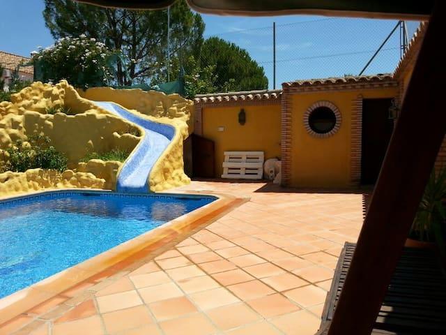 Chalet en una zona privada y privilegiada de Ecija - Écija - Villa