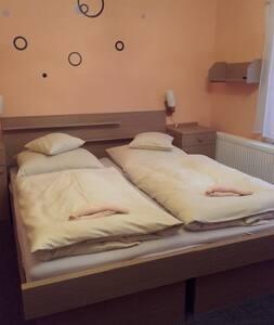 Čtyřlůžkový pokoj Penzion v Ráji(sdílená koupelna) - Dolní Kalná