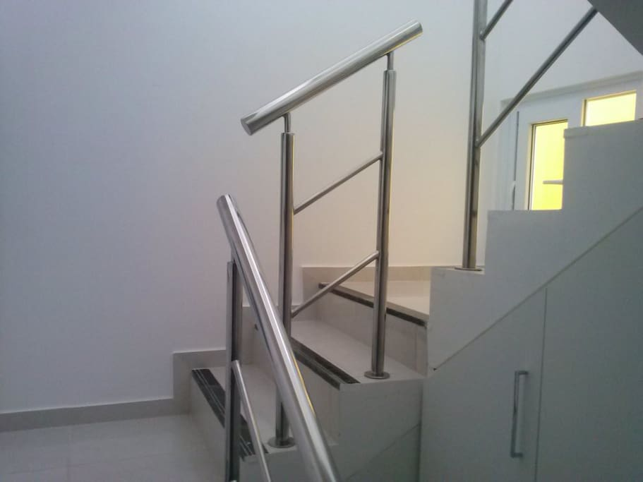escada da casa com corrimão