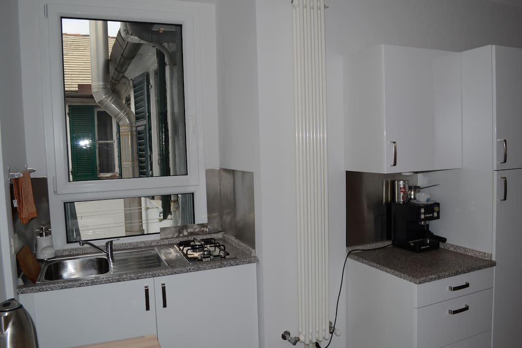 Sala d'ingresso con angolo cottura - Entrance hall with kitchenette