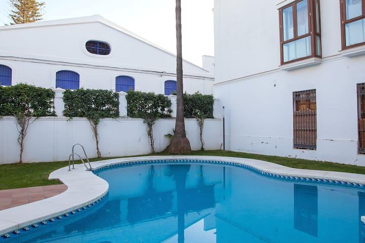 Atico en el centro  de Sanlúcar y piscina abierta