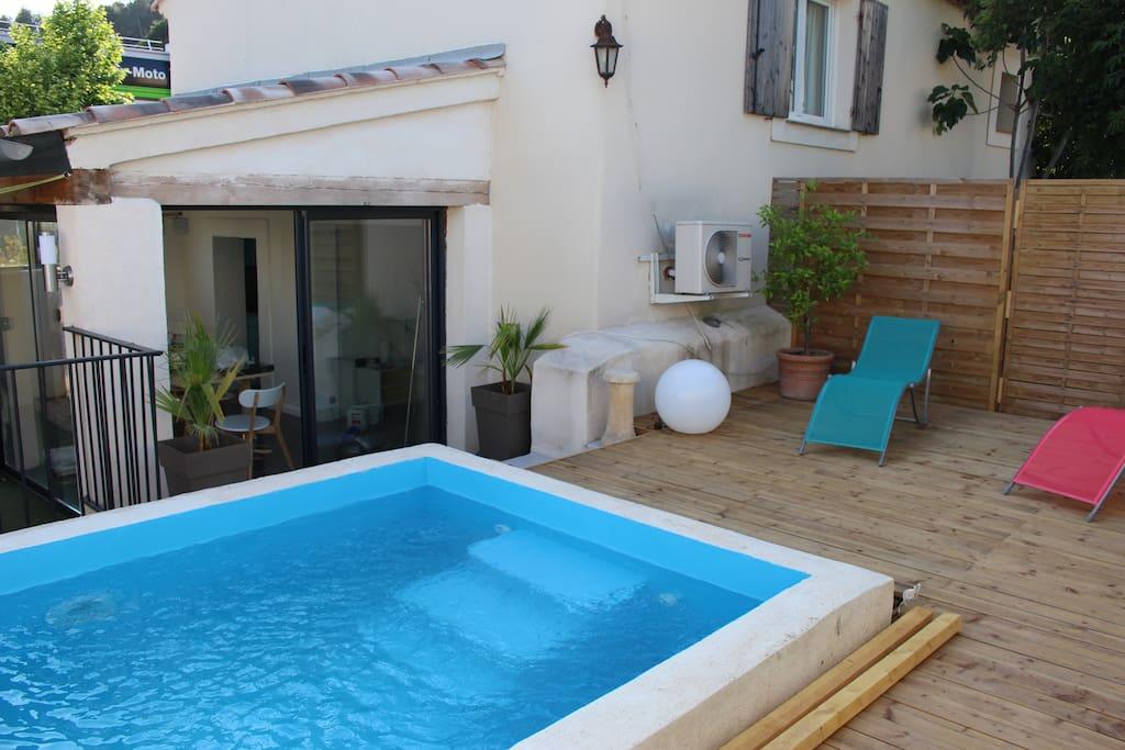 mas de nebbas aix en provence piscine jardin. Black Bedroom Furniture Sets. Home Design Ideas