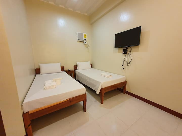 AMARAV Pension, Twin Bedroom w/ Private Bathroom