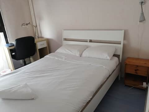 Double room 15 minutes away from Paris
