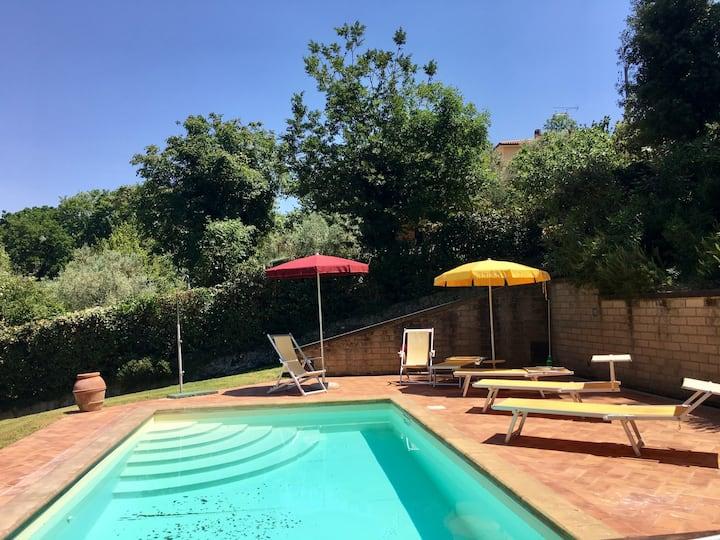 Villa Le Querce trilocale con grande giardino Lia