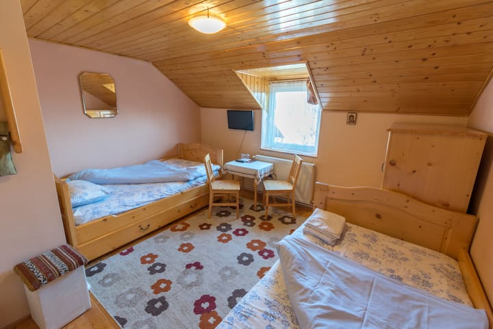 One of our single-bed rooms.