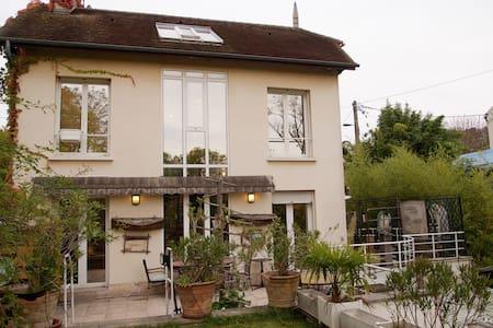 Grande Maison avec JARDIN/PISCINE! - Chennevières-sur-Marne - Haus