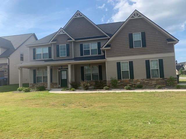 5 Br/ 4b home in quiet Grovetown/Aug roomA