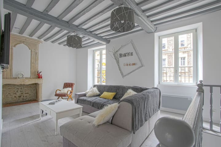Comfy Apartment in Bayeux. Communal Terrace/Livingroom and kitchen