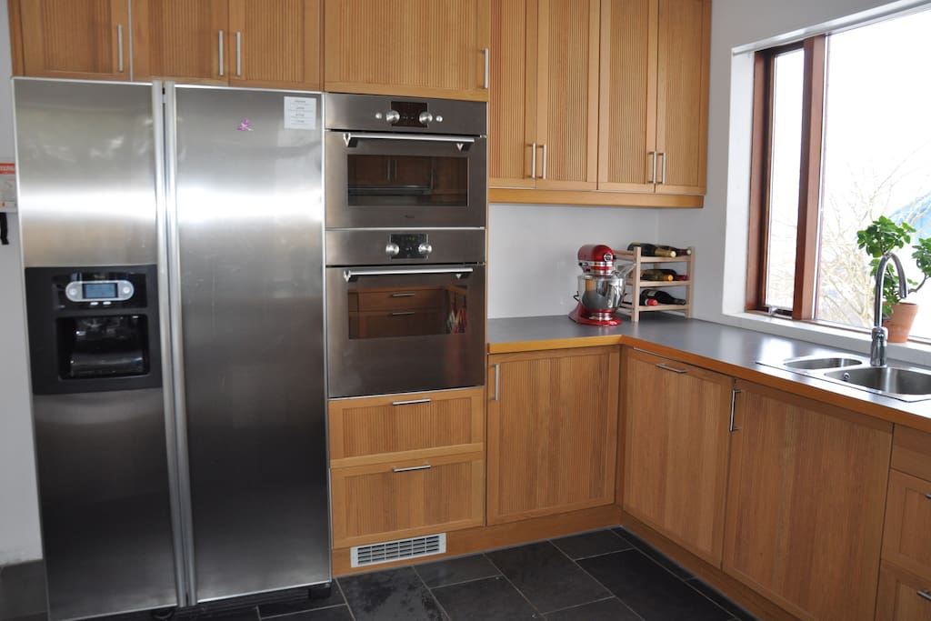 Access to fully equipped kitchen