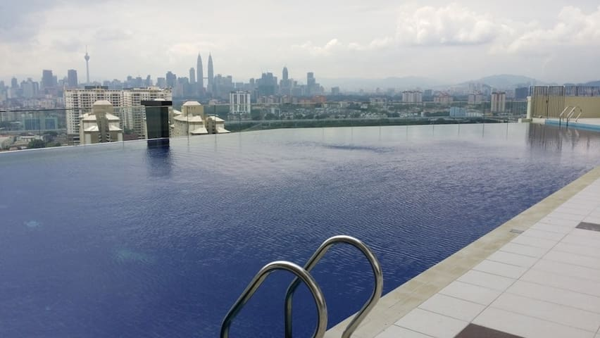 200 sqm condo with KLCC view (room#1 & bath) - Kuala Lumpur - Appartement en résidence