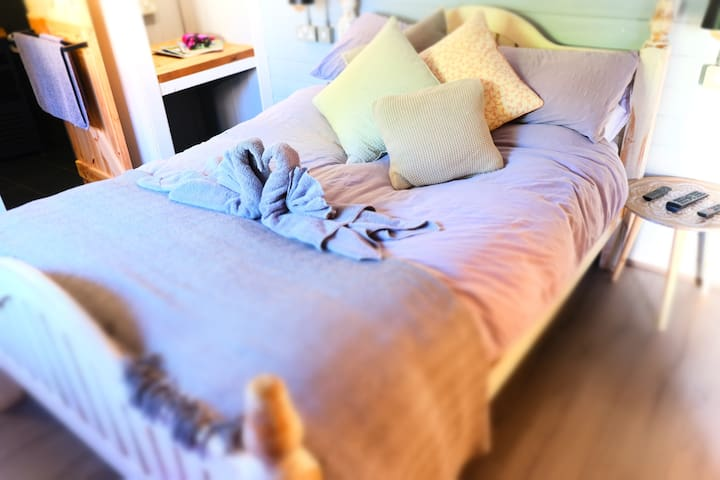 The bed at Honeysuckle Lodge