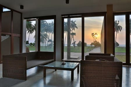 Beachfront villa/On the Nilaveli beach