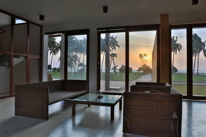 Beachfront villa/On the Nilaveli beach
