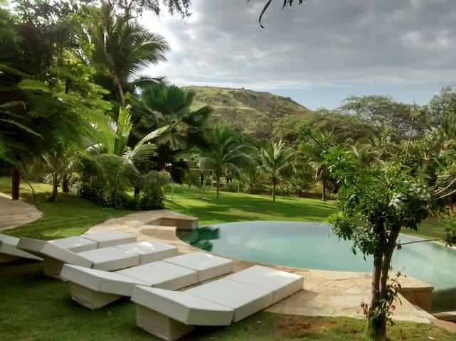 CASA SURFINGBIRDS familia o amigos ubicación ideal - Máncora District - Villa