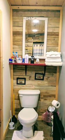 Commode area, all toiletries, and towels provided for your stay