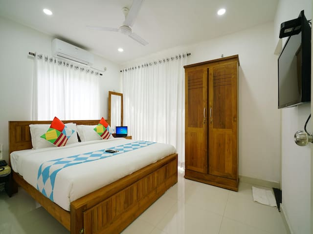 OYO - Elegant 1BHK Stay near Lulu Mall, Kochi - Best of Offers!