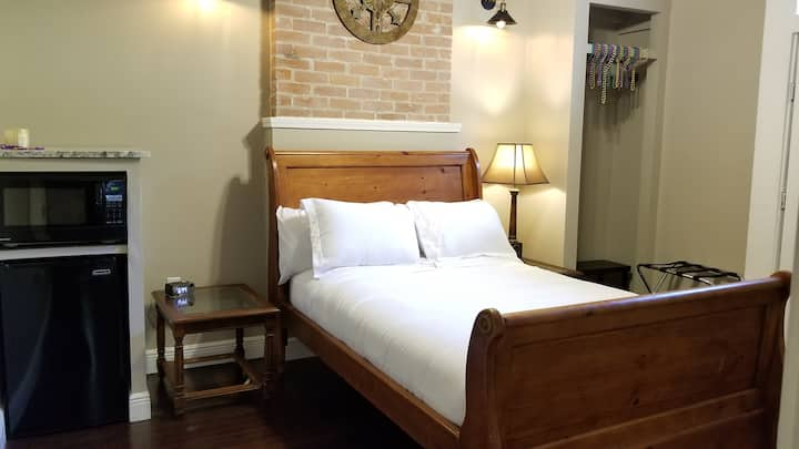 Historic New Orleans Bienville Guest Room