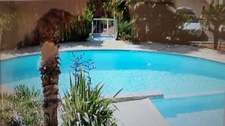 3 bed air conditioned villa in Antibes