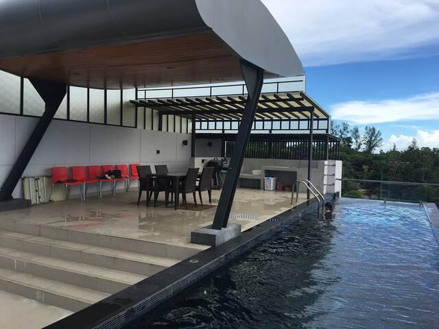 Rooftop deck, pool, BBQ