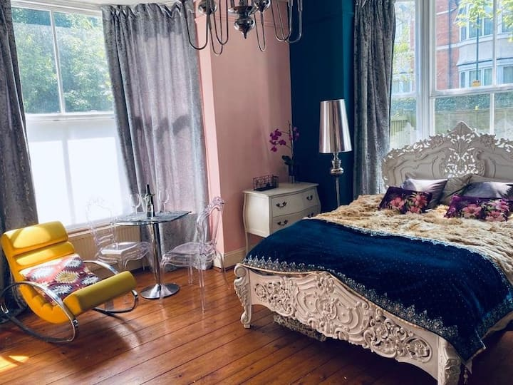 **New Cozy  Private Room**in The Heart of Moseley
