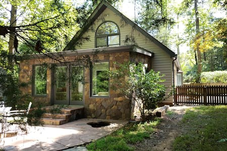 Idyllic private guest house w/2 BR + Pond