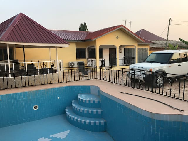 House with a swimmingpool in Ghana - Kasoa