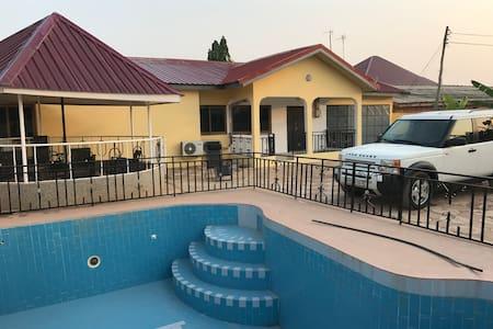 House with a swimmingpool in Ghana - Kasoa - Dům