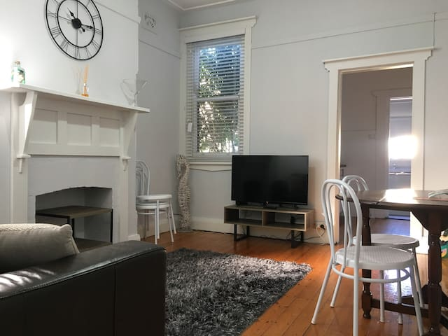 Cosy old charm 1Bdrm Home. Close to Transport