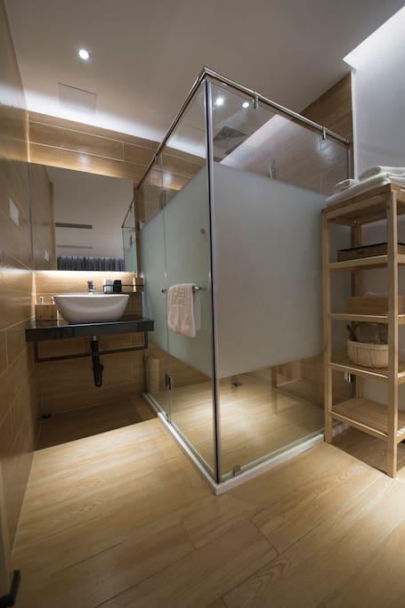 独立淋浴室