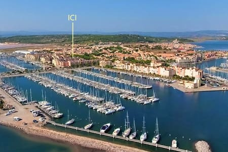 Entre village et mer, au port, petit T2 + parking