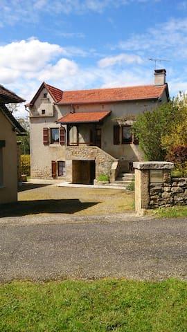 gîte dans un hameau paisible, sans vis à vis - Sainte-Croix - Casa