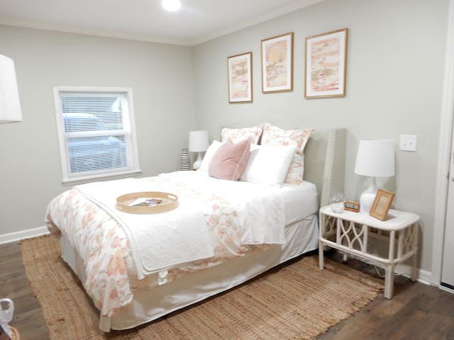 New Private Suite - Steps from Downtown Franklin!