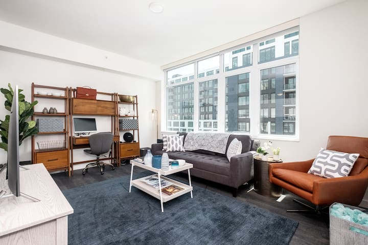 Modern 1BR Penthouse Apt w/View of Coors Field