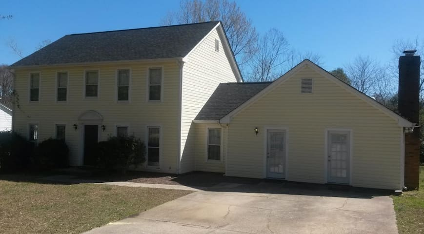 6600 Porterfield Rd - Extended Stay - 3 Bed 2 Bath