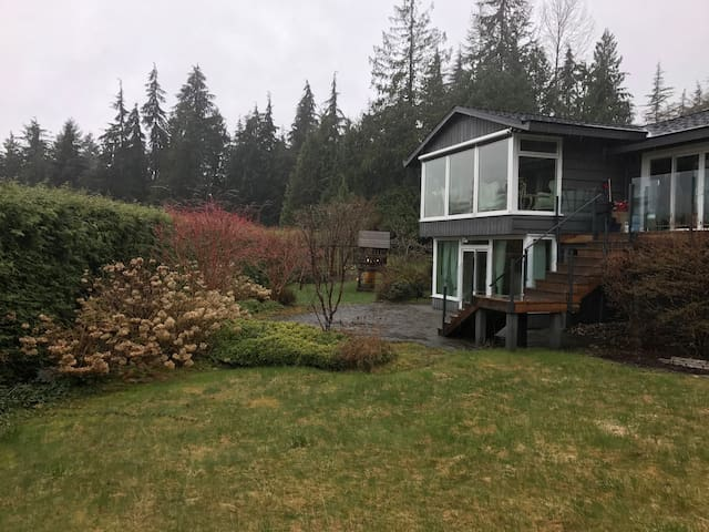 bright,  2 BDRM and nice scenery WEST VANCOUVER - West Vancouver - House
