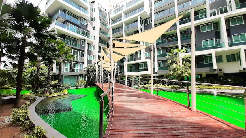 Emerald pool,Jomtien beach ,floating market