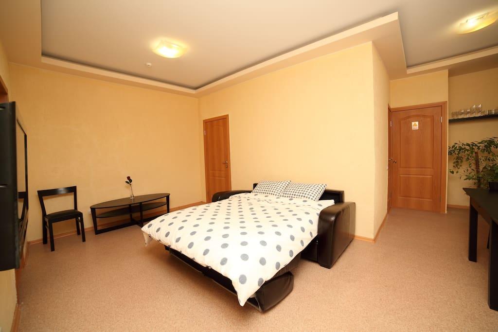 Гостиная (диван в разложенном состоянии)