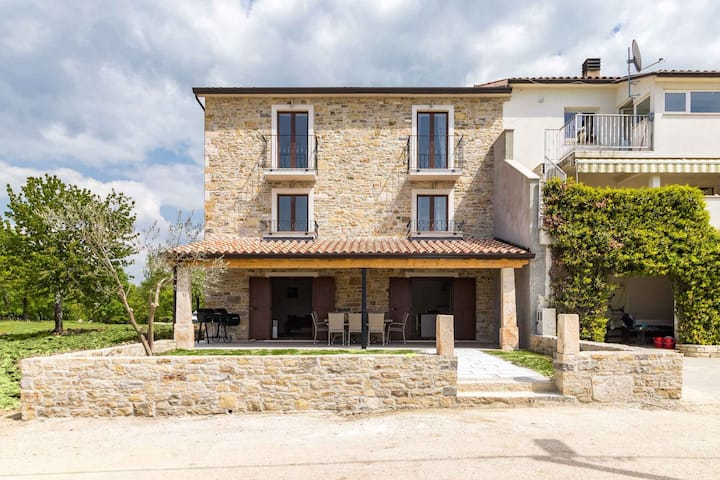 house for 8 persons in Brtonigla R98719
